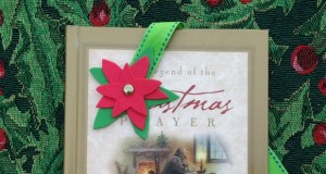 Holiday bookmark craft for kids to make.  Great holiday gift idea.