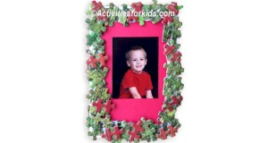 Holiday frame for kids to make using puzzle pieces. Good gift for grandparents.