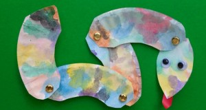 Paper Plate Wiggle snake craft for kids
